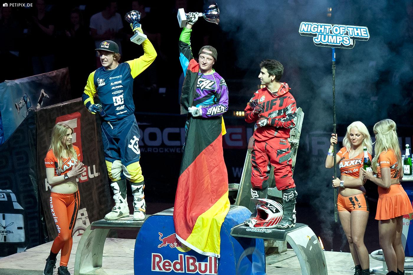 O'NEAL team rider Hannes Ackermann wins Night of the Jumps in Hamburg 2015