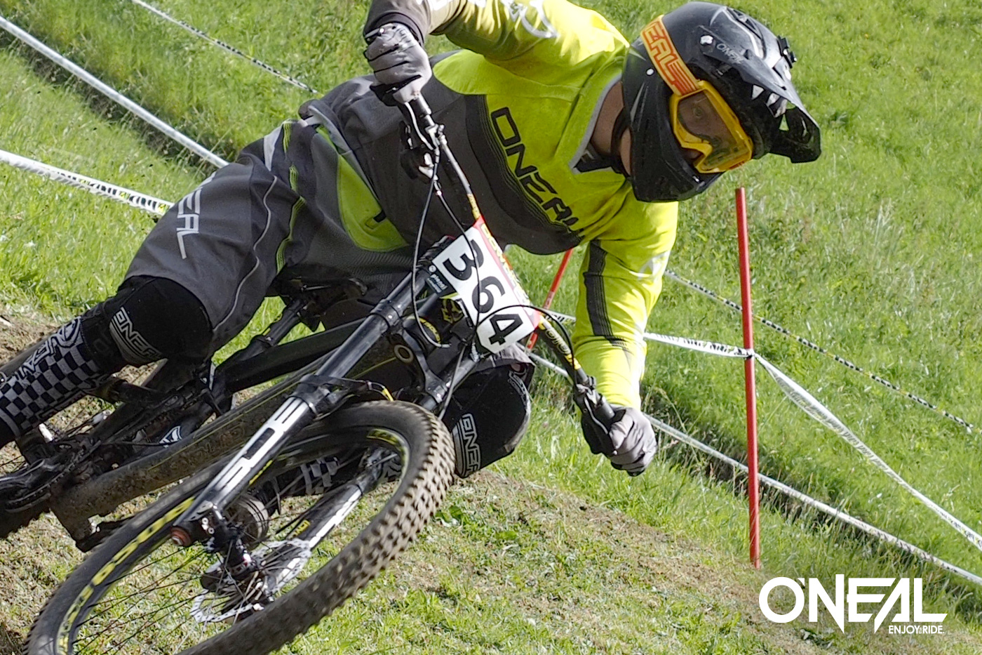 O'Neal's Max Hartenstern (U19) and Jan Flor (U17) were dominating the European Downhill Cup Series in Schladming.